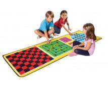 [4 játék, szőnyeg kiegészítőkkel]